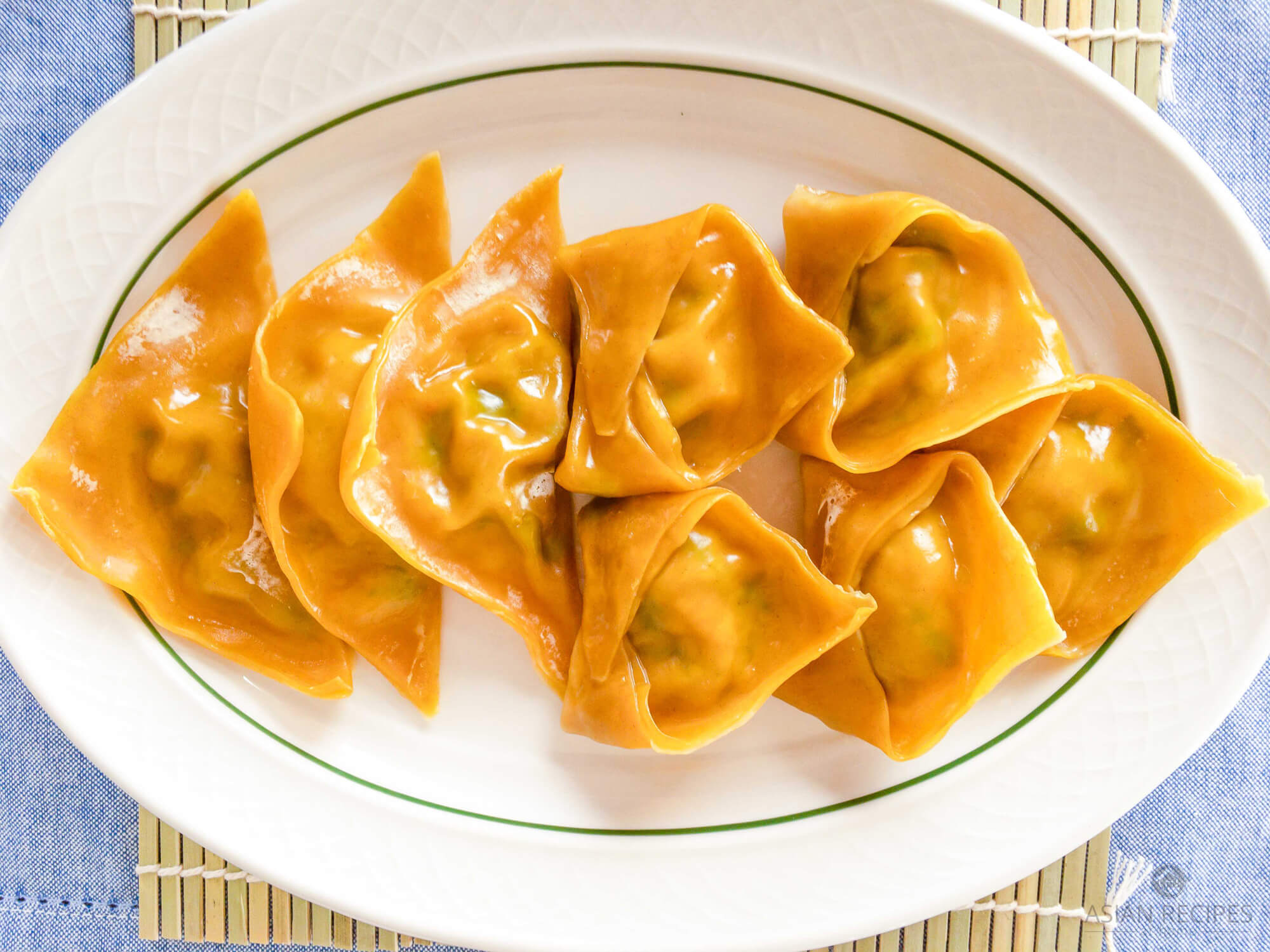 Make delicious steamed Korean dumplings (mandu) with our unique recipe using pork belly and kimchi. This recipe uses a mixture of pork belly, kimchi, scallions, napa cabbage and seasonings.