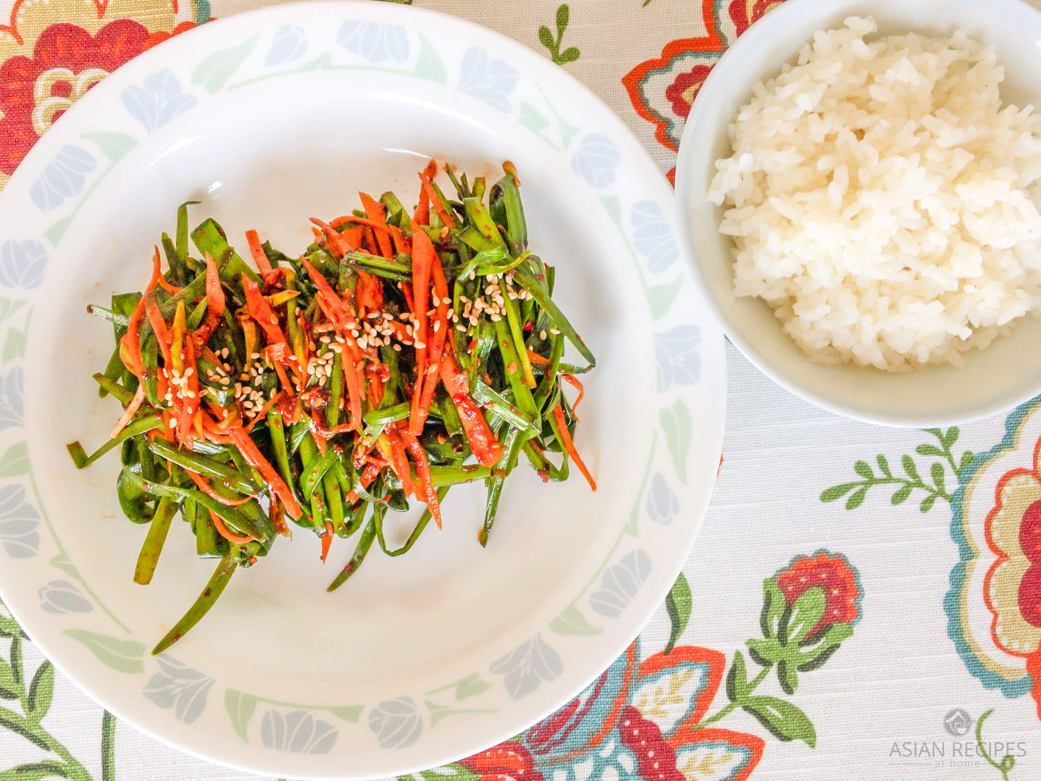 A quick and easy Korean kimchi made with garlic chives (buchu).