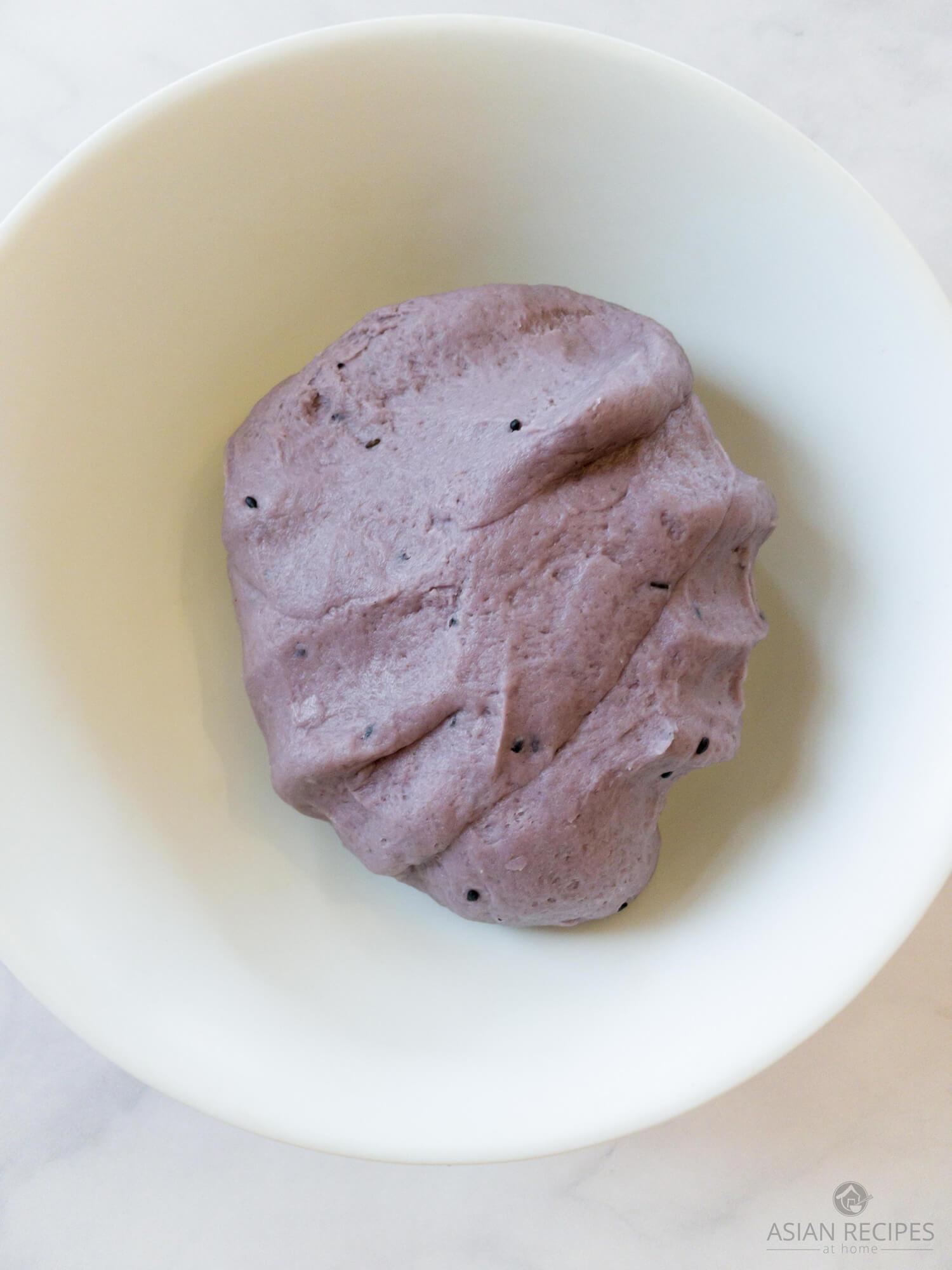 Making Korean sweet pancakes (hoddeok/hotteok) purple dough
